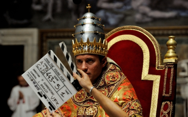 00_the_young_pope_backstage